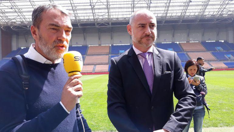 Bernardo Guzmán, enviado especial en China, junto con Enrique García, director del Spanish Soccer Insituto