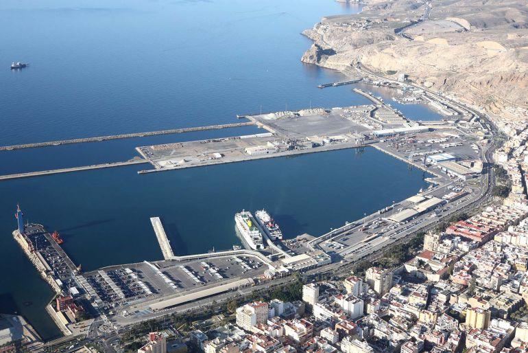 Puertos del Estado asegura financiación para el futuro del puerto de Almería.