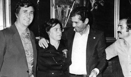 Matilde aparece junto a Julián Cañamares, José López Martínez (presidente entonces de la U.B. Conquense) y Jesús Luján, presidente del San José Obrero