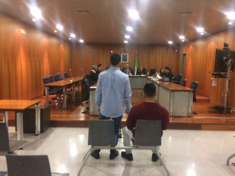 Los dos acusados al inicio del juicio en la Audiencia de Málaga