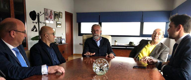 Ramos comprueba el inicio de la comercialización de la fibra óptica en Torrehierro