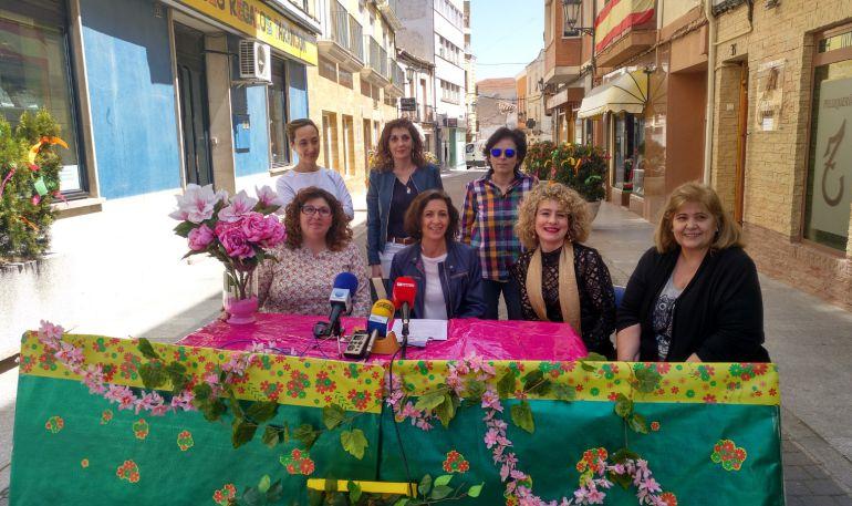Mujeres miembros de la asociación taranconera