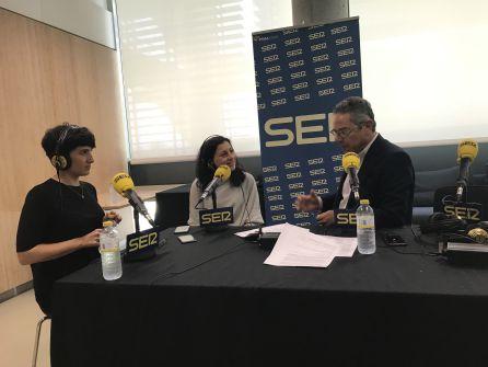 Salomón Hachuel junto a María Jesús Espinosa de los Monteros y Lourdes Moreno
