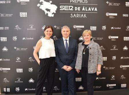 La Gerente de Ventas de SER Vitoria, Elena Barrueco, José Luis Martín y la ex-responsable de Turismo del Ayuntamiento de Vitoria-Gasteiz, Ana Lasarte.