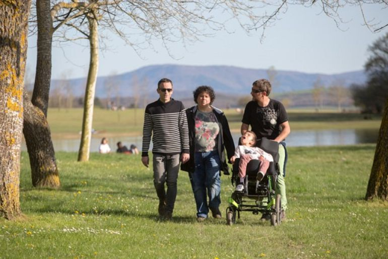 Hektor Llanos, Miriam Ganuza e Uxue y Álvaro Txasko preparados para afrontar el reto que les supone la triatlón.
