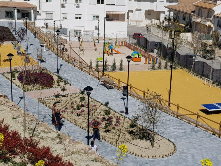 El parque Clara Campoamor de Quesada diferencia dos zonas una para niños y otra para mayores