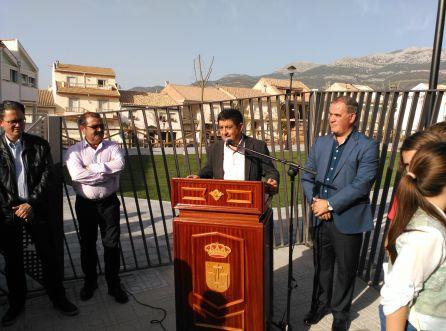 El presidente de la Diputacion Francisco Reyes inauguró junto al alacalde de Quesada Manuel Vallejo el Parque Clara Campoamor