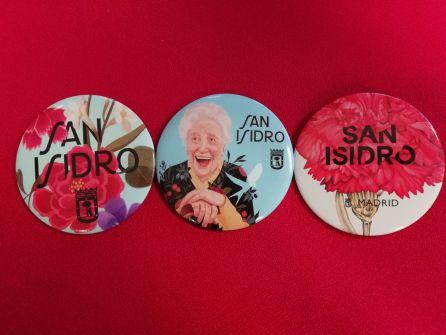 Insignias con la imagen de San Isidro obra de la ilustradora Mercedes de Bellard