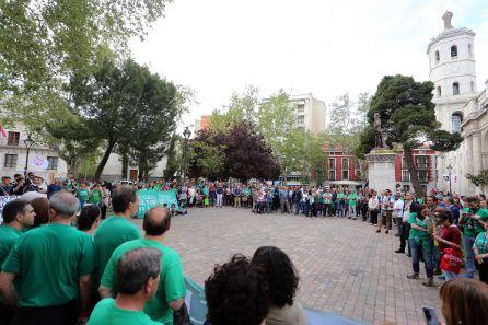 Imagen de la concentración en la lectura del manifiesto en la Plaza de la Universidad de Valladolid