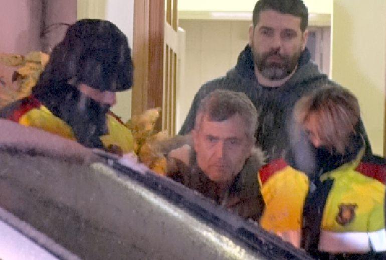 Jordi Magentí sortint d'un escorcoll a casa seva
