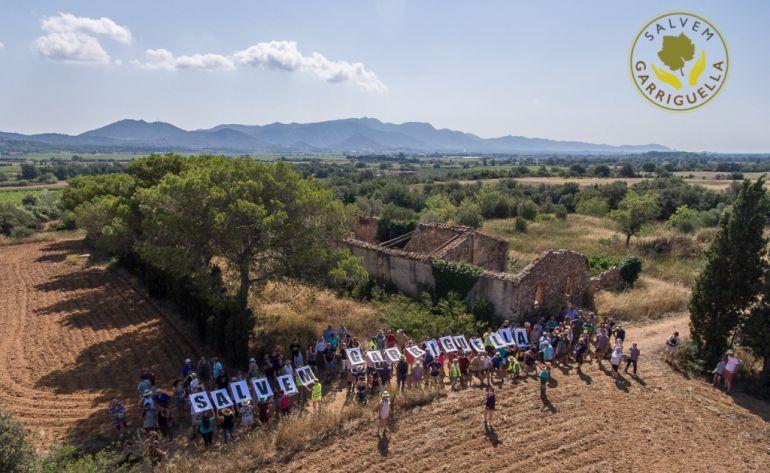 Imatge d'una de les protestes contra la construcció del càmping a Garriguella