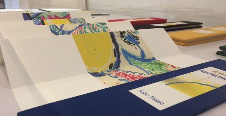 La obra de Keiko Mataki se expone en las vitrinas de la FAP.
