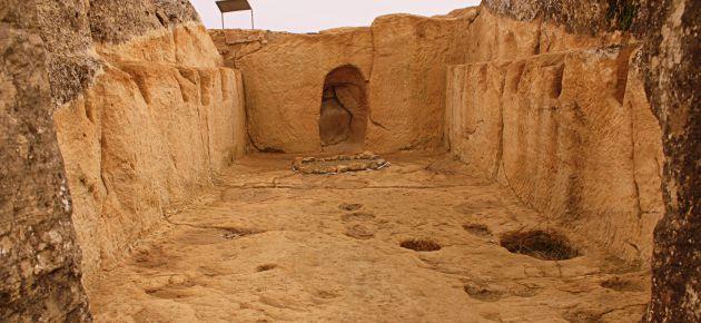 Interior del edificio singular del yacimiento de la Cava.