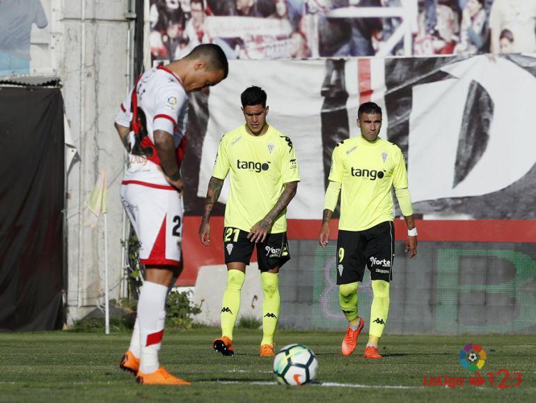 El Córdoba CF gana en Vallecas (1-2) y deja la salvación a un punto