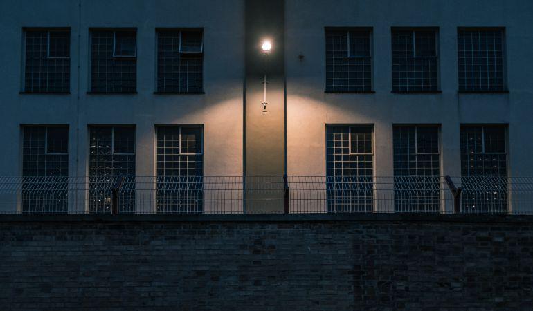 Imagen de la fachada de una cárcel