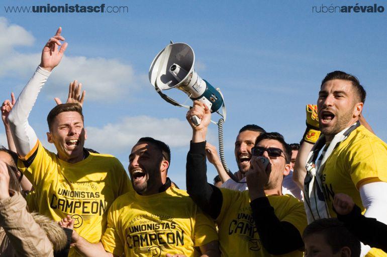 Unionistas festejó ante el Becerril su playoff.