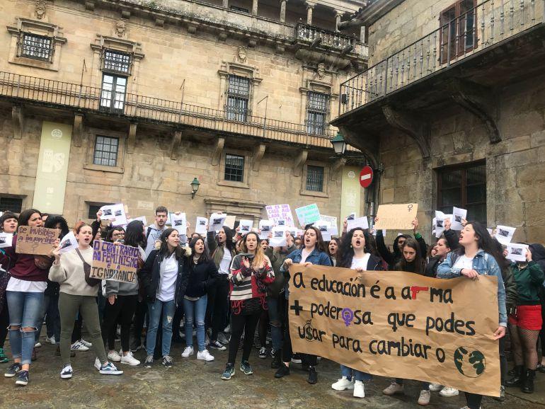 Alumnas de la USC concentradas frente al rectorado