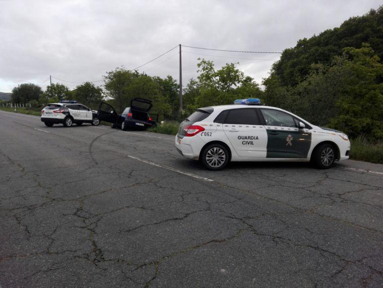 La Guardia Civil de Tráfico detenía al conductor y al ocupante de un vehículo que se dieron a la fuga en un control de alcoholemia y embistieron un vehículo de los agentes.