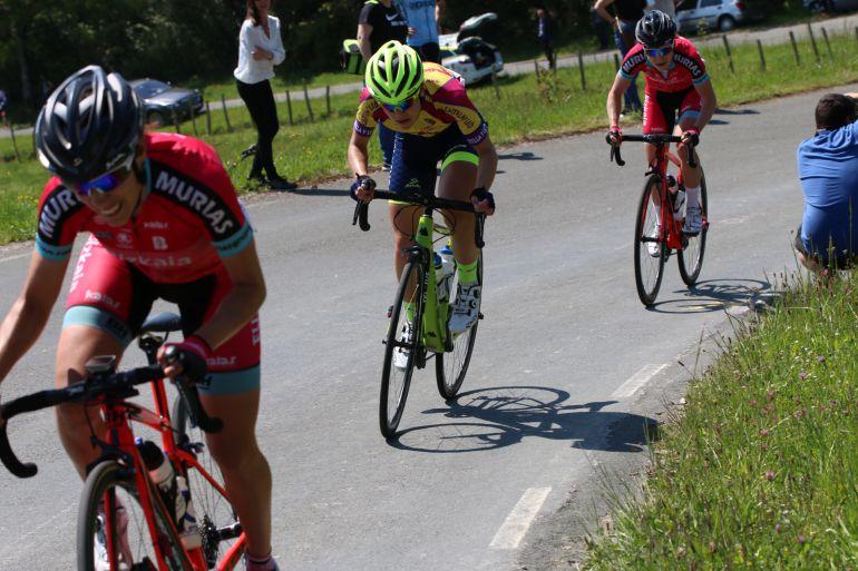 Sara Martín con el maillot de campeona de Castilla y León en la reciente Vuelta a Burgos.