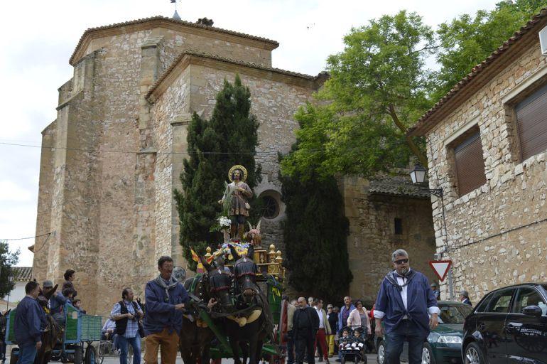 Mota del Cuervo celebra San Isidro inaugurando el monumento dedicado al agricultor