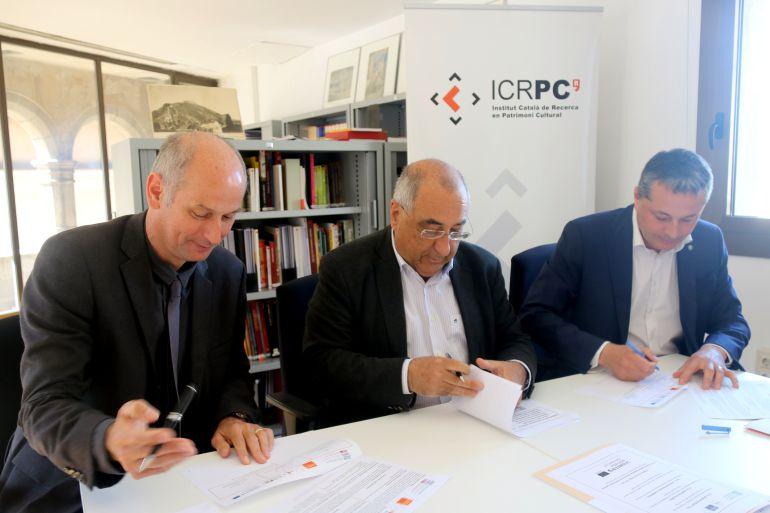 Martin Galinier, Joaquim Nadal i Ramon Roqué en l'acte de signatura del conveni per difondre el patrimoni fronterer.