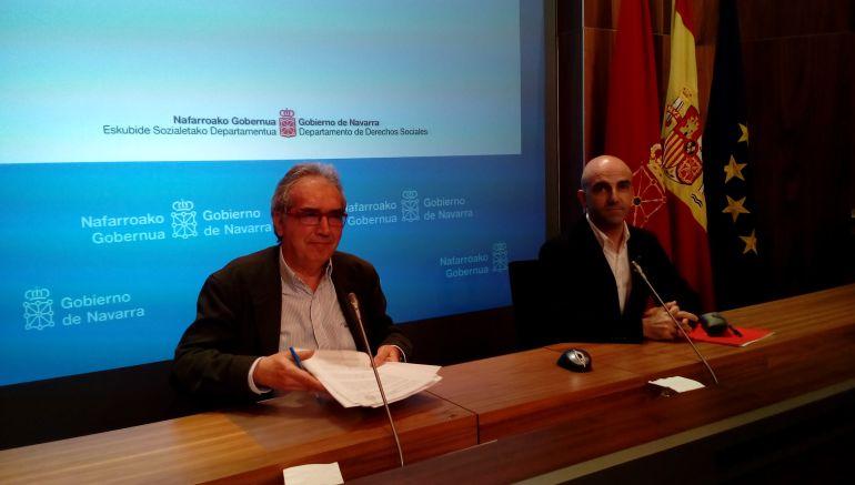 El director general del Observatorio de la Realidad Social, Patxi Tuñón, junto al director del Servicio del Observatorio de Realidad Social, Antidio Martínez de Lizarrondo