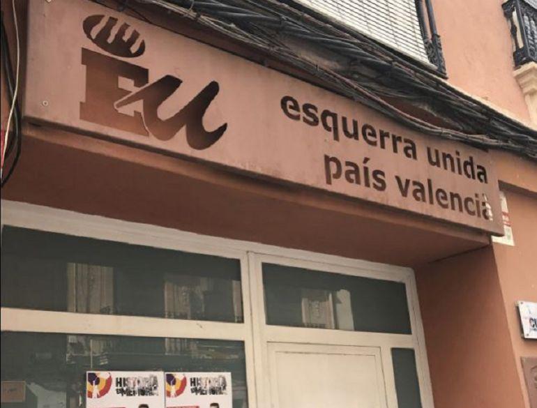 Puerta principal de la sede de Esquerra Unida en una imagen reciente