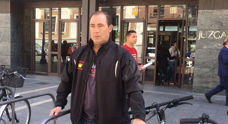 Imagen de Aitor Martínez a las puertas del Juzgado
