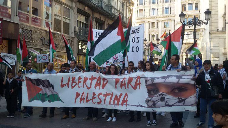 Cabeza de la manifestación, que ha discurrido entre la Plaza España y la Plaza del Pilar
