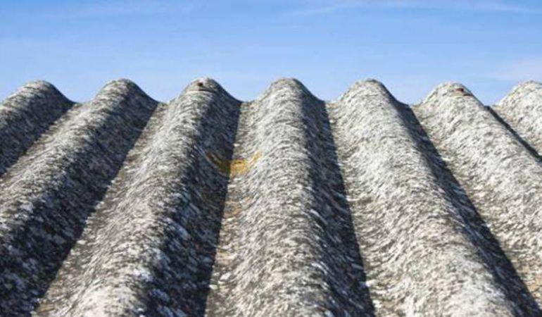 La guardia civil denuncia en soria dos obras por retirar for Tejados de uralita riesgos