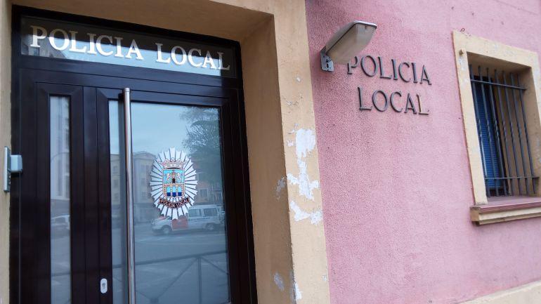 Entrada a la sede de la Policía Local de Aranda de Duero