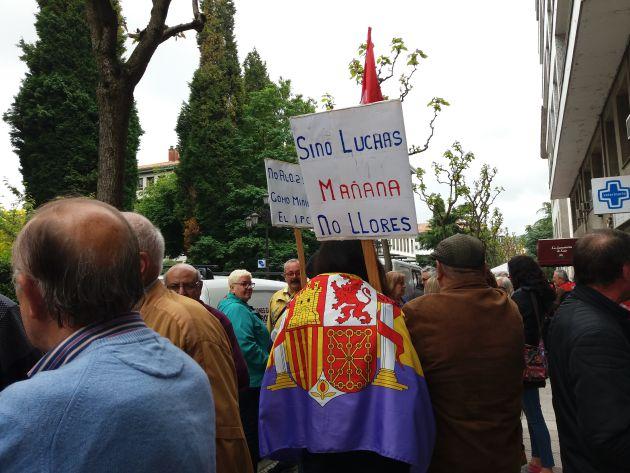 Momento de la manifestación frente a la sede del INSS. Oviedo, esta mañana