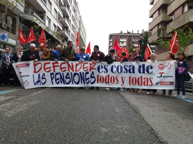 Inicio de la marcha hacia el Banco de España. Oviedo, esta mañana