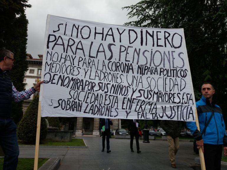 Protesta de los pensionistas convocada en Oviedo por CCOO, UGT y FAMPA