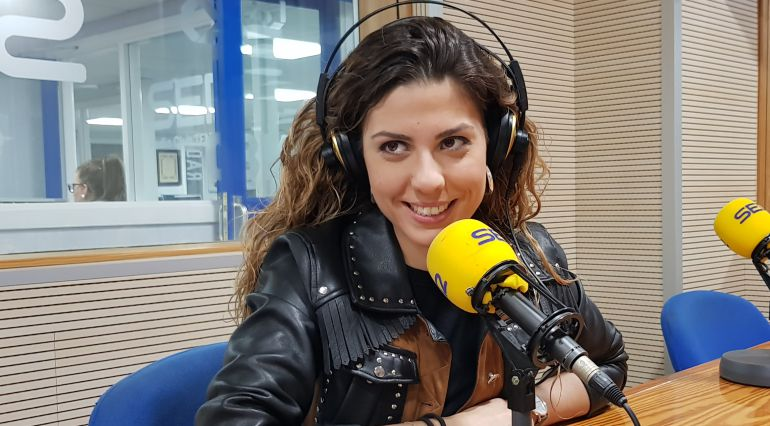 Míriam en el estudio de Radio Club Tenerife (Cadena SER)