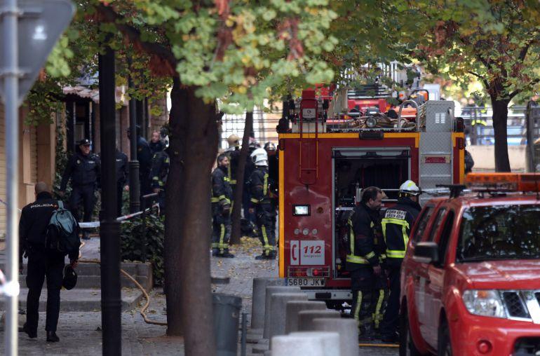 Los bomberos, en el incendio de San Juan de Letrán en noviembre de 2017 en Granada