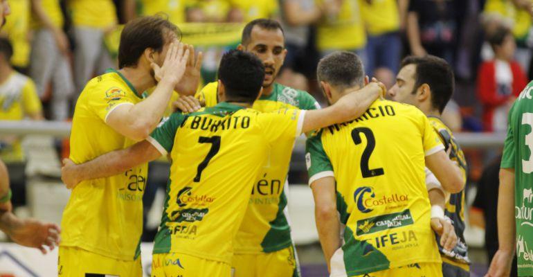 Los jugadores del Jaén Paraíso Interior FS celebran uno de los goles ante Osasuna Magna.
