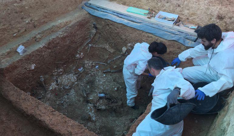 Una imagen de archivo de las excavaciones en las fosa de Paterna
