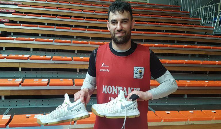 Llevando estas zapatillas, el croata anotó el triple sobre la bocina para darle el triunfo al 'Fuenla' ante UCAM en la primera vuelta.
