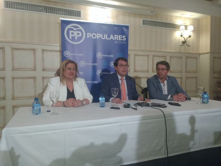 Yolanda de Gregorio, Alfonso Fernández Mañueco y Jesús Peregrina
