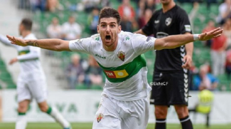 Javi Flores celebra un gol esta temporada en el Martínez Valero