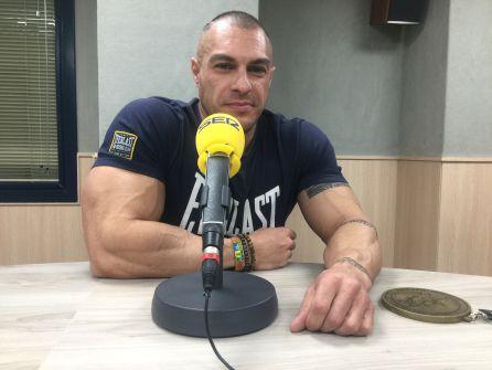 Manu Sánchez con su medalla