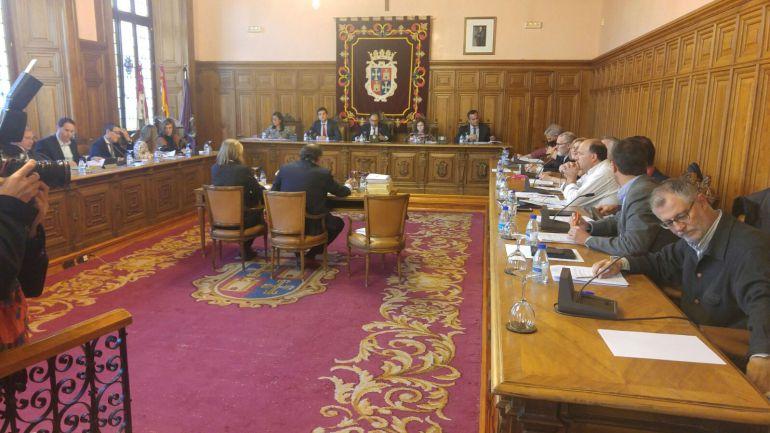 La moción de apoyo a los trabajadores de Palbús sale adelante a pesar del voto en contra del PP