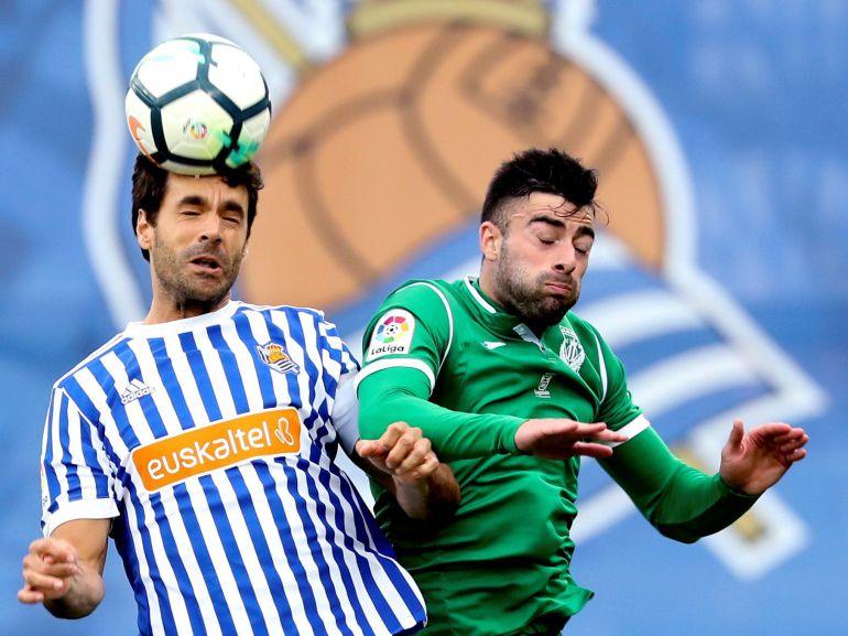 Xabi Prieto disputa un balón en su último partido contra el Leganés
