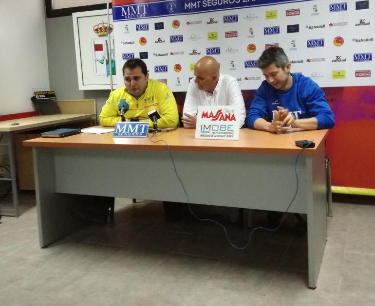 Eduardo Gª Valiente, José A. Quintana y Peli en la rueda de prensa en la que técnico y jugador anunciaron su despedida