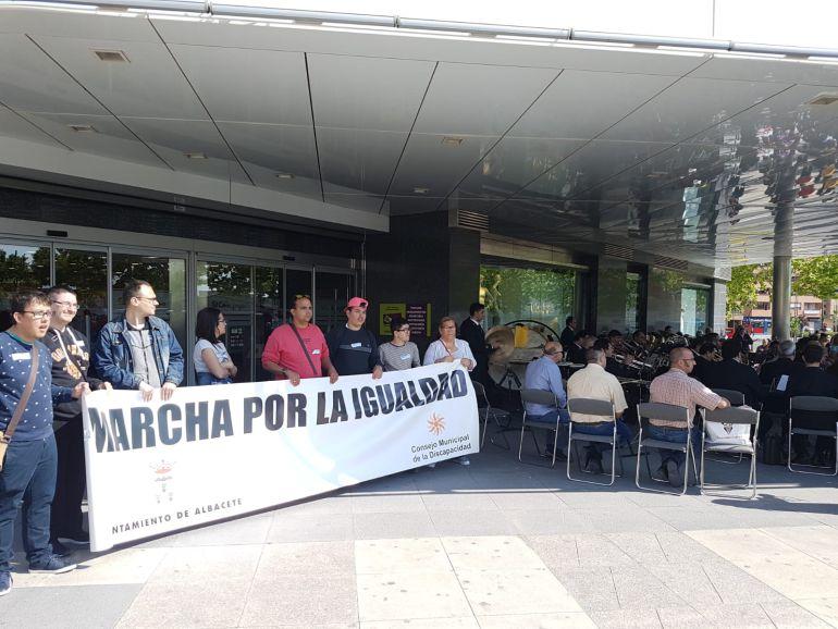 Cientos de personas participan en la XII Marcha por la Igualdad