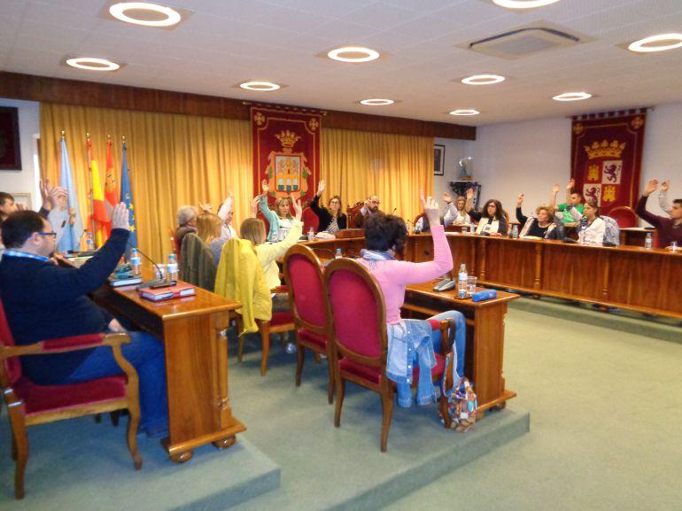 El pleno aprobó por unanimidad este trámite para intentar recuperar 300.000 euros