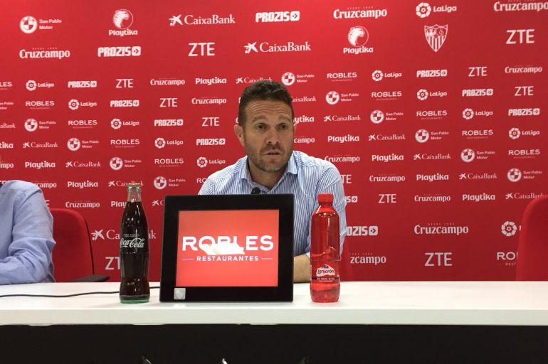 El técnico del Sevilla Atlético, Luis García Tevenet, durante una de sus ruedas de prensa.