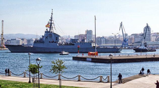Buque de la OTAN en el puerto de A Coruña