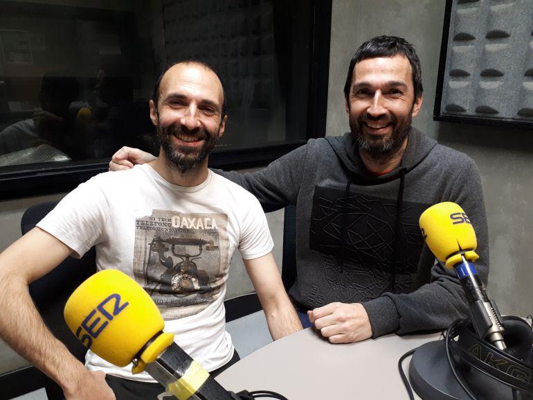 Los eibarreses Josu Garate y Oier Araolaza son dos de los dantzais y actores del espectáculo